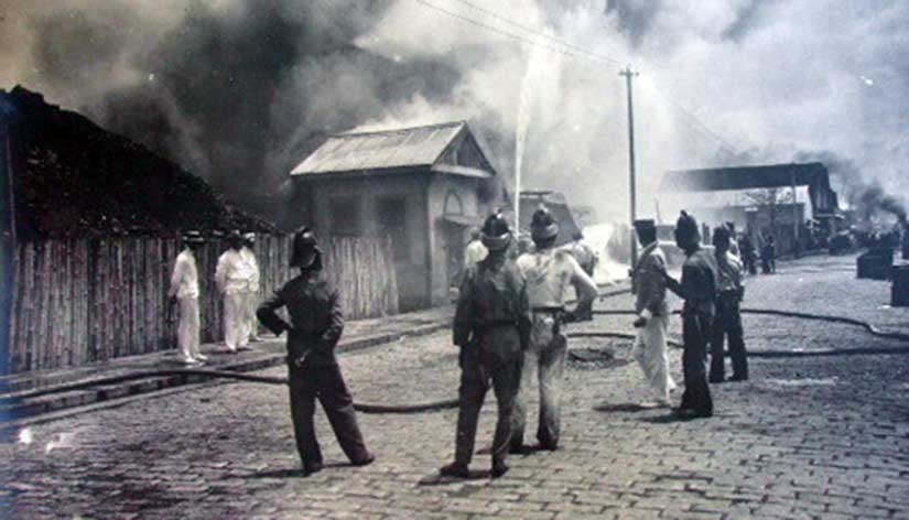 Burning of the cholera-stricken lighthouse neighborhood of the Tondo district, Manila, 1902, by the health authorities. Photo courtesy of Arnaldo Dumindin.
