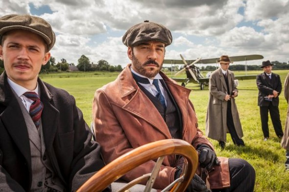Greg Austin as Gordon Selfridge and Jeremy Piven as Harry Selfridge.