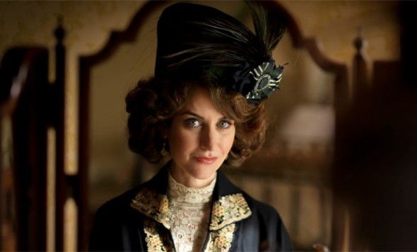 Katherine Kelly as Lady Mae Loxley